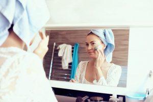 Cuáles son los peligros de un peeling facial casero