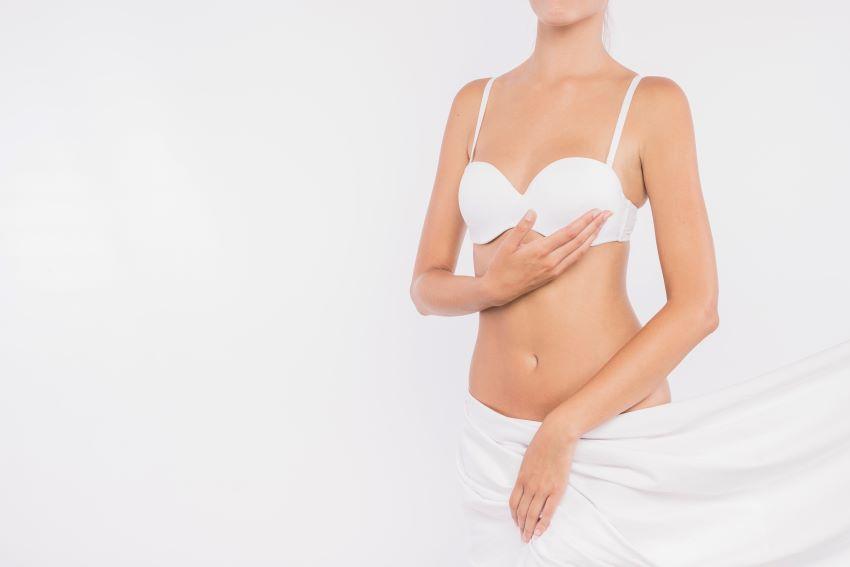 Cómo reafirmar los pechos sin cirugía