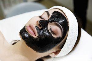 Peeling de carbón activo láser lo último en rejuvenecimiento facial