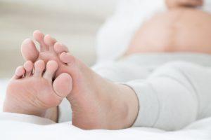 Pies hinchados por el embarazo: cómo controlarlo