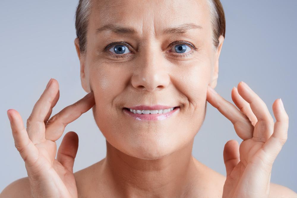 Los mejores consejos para rejuvenecer el rostro después de los cincuenta